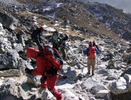 Trekkers regarding the Everest Trail